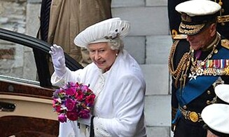 British Chief Rabbi Sacks Sends Mazel Tov to Queen