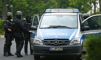 Hostage situation following shooting in German train station