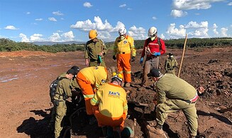 Watch: Israeli team recovers bodies after Brazilian dam collapse