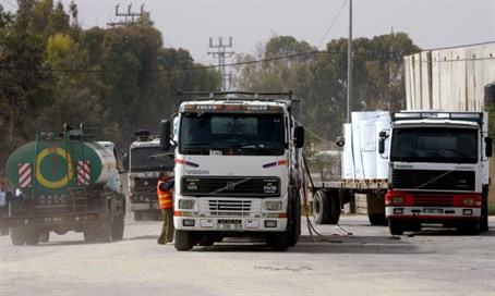 Trucks with food supplies enter Gaza through Kerem Shalom