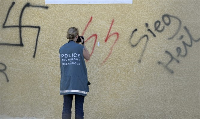 Swastika graffiti (archive)