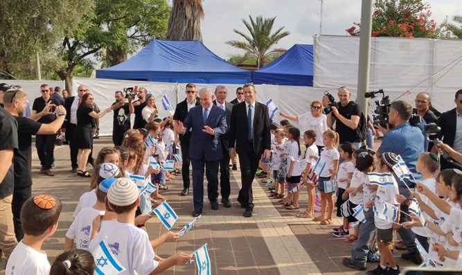 Netanyahu and Peretz in Elkana