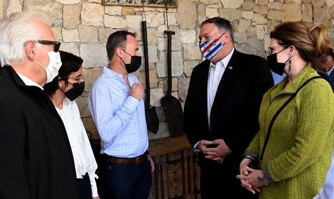 Pompeo visits Psagot Winery
