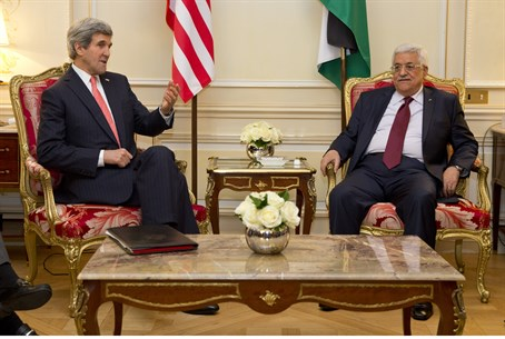 John Kerry and Mahmoud Abbas meet in Paris, F