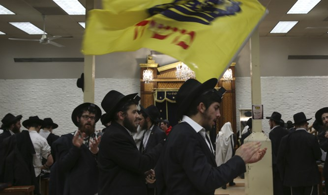 Chabad Hassidim dancing at 770 (archive)