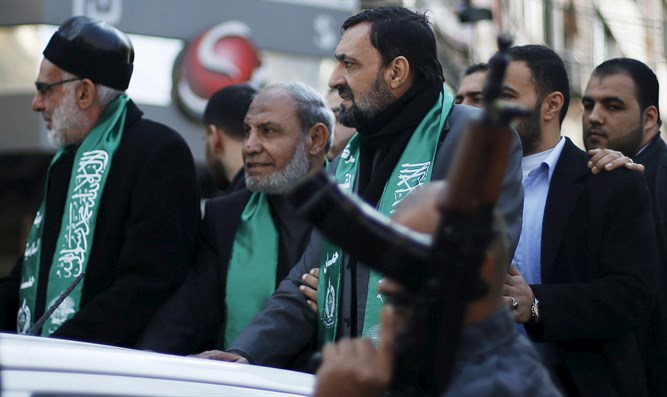 Senior Hamas leaders Imad al-Alami (R) and Mahmoud Zahar (C)