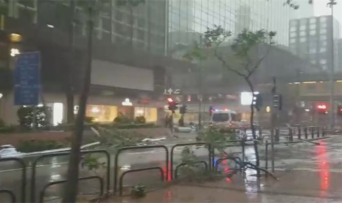 Storm hits Hong Kong