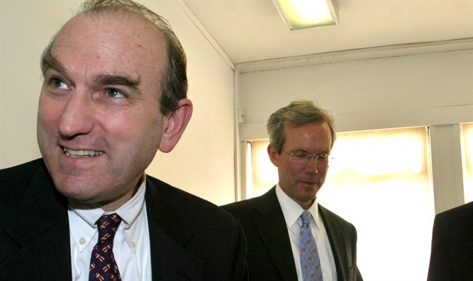 Elliot Abrams (left)