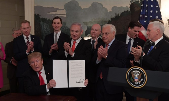Trump signs order recognizing Golan Heights