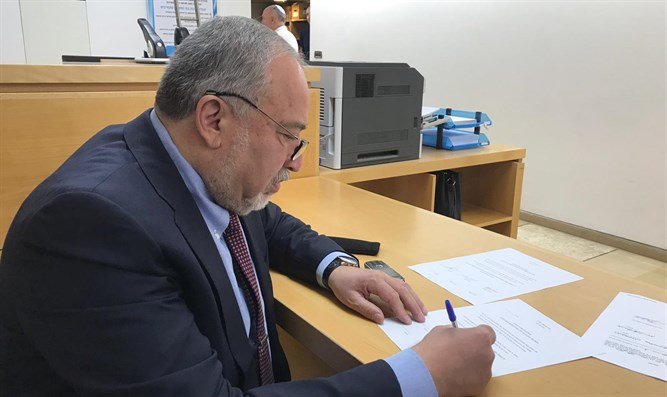 Liberman signs petition