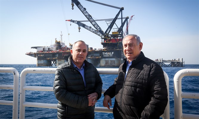 PM Netanyahu and Energy Minister Yugal Steinitz at Leviathan platform