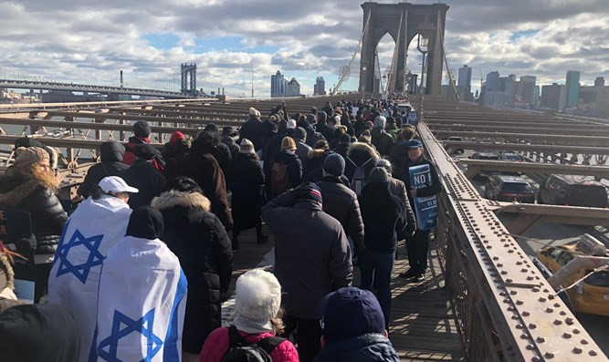 Thousands rally in New York against anti-Semitism